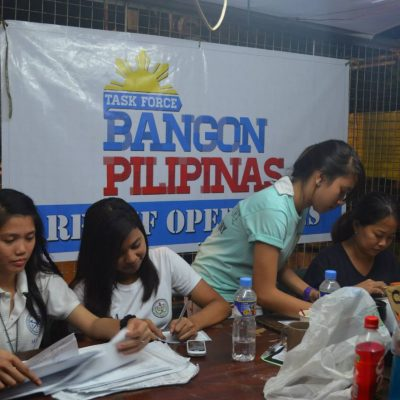 Equipas voluntárias coordenam trabalho e registam a chegada de novos voluntários