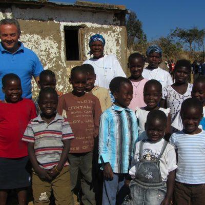 Casa Bambo Emílio (Kayia). Acolhe 7 raparigas e 5 rapazes